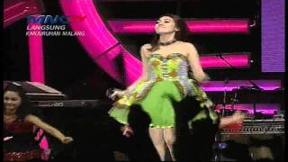 "Via Vallen "" Morena "" - MNCTV Road Show Malang (2/5)"