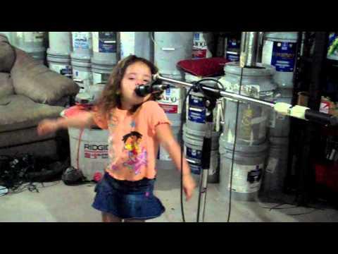 Aracely cantando una cumbia y bailando como Shakira from YouTube · Duration:  3 minutes 58 seconds