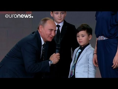 'The borders of Russia do not end' says Putin at awards ceremony