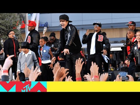 Justin Bieber Performs 'U Smile' / 'Baby' / 'Somebody to Love' (2010) | VMAs