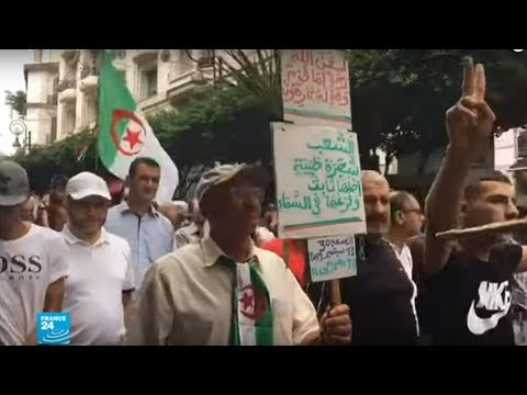 جزائريون يتظاهرون للأسبوع الثلاثين مطالبين برحيل باقي النخبة الحاكمة قبل الانتخابات  - 12:55-2019 / 9 / 16