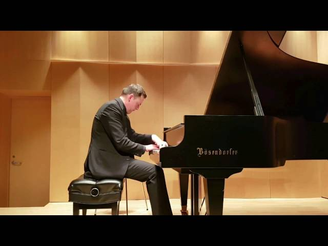 Studio de piano Tristan Lauber; advanced Paul Emmanuel playing Rachmaninov