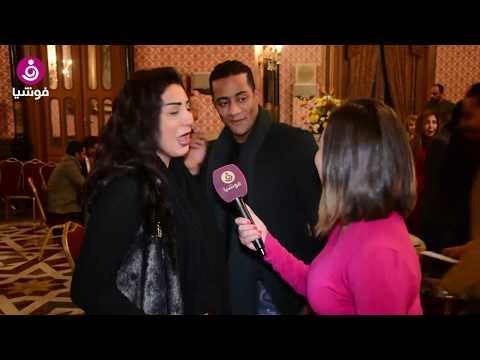 شاهدي.. محمد رمضان يقتحم مقابلة وفاء عامر مع فوشيا ليقبلها!