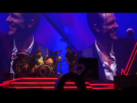 Killers - Dude From the Crowd Rocks on the Drums St.Louis Chaifetz