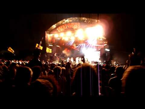 Le Freak - Chic feat. Nile Rodgers - West Holts Stage - Glastonbury Festival 2013