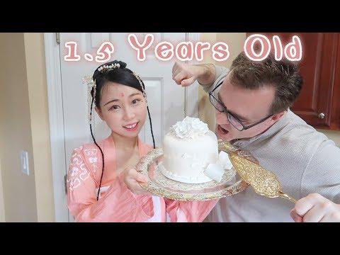 we-eat-1.5-years-old-wedding-cake!-did-it-grow-mold?