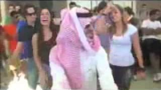 سعودي يرقص في امريكا بس زابط الرقصه بنات دلع