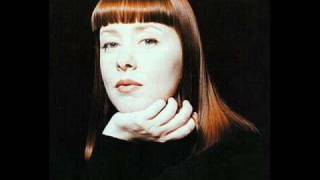 DNA feat. Suzanne Vega - Tom