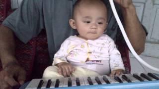 video lucu banget bikin ngakak bayi ketawa terbahak bahak dengar suara piano