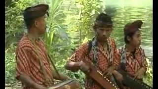musik tradisional kebangru'an - Stafaband