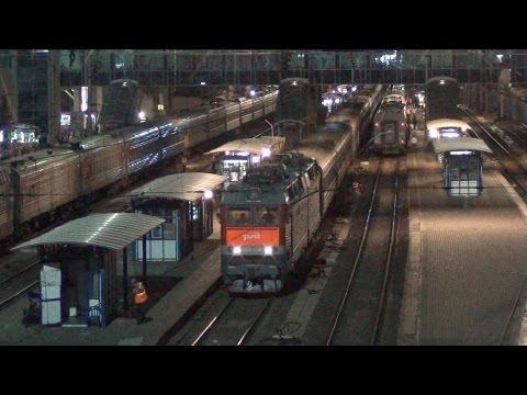 Электровоз ЧС8-038 с поездом №197 Кисловодск — Иркутск