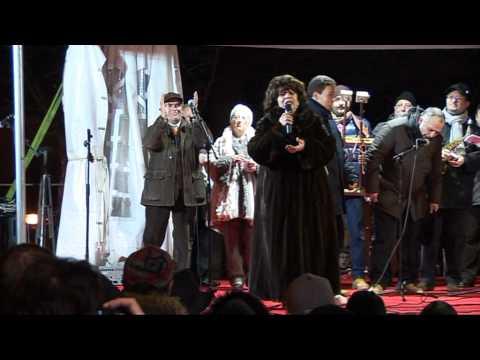 Gambatesa maitunat 1-1-12011 - esibizione dei camperisti sul palco -