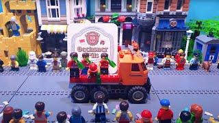 Beeindruckendes Stop-Motion-Video: Familie stellt Faschingsumzug mit Lego nach