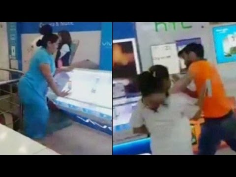 Women vandalize mobile store in national capital