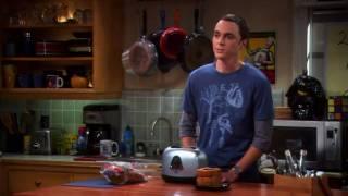 (Big Bang Theory) Tostadas Zylom y codazo codazo guiño guiño (Sheldon)
