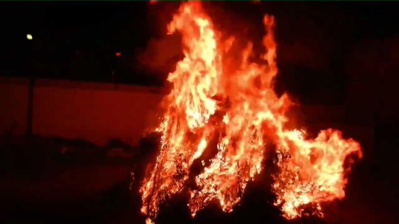Bari sardo fuoco di sant 39 antonio 2013 youtube for Nuova apertura grande arredo bari