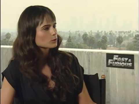 Jordana Brewster fala português e é fã da Xuxa!