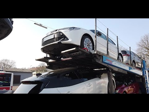 Toyota Corolla Hybrid 2019 unboxing from cartrailer