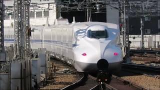 山陽新幹線・新大阪駅にて 発車するさくらとのぞみ