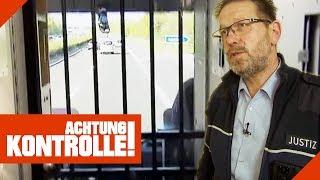 Knast auf Rädern: Wie gefährlich ist ein Gefangenentransport? 1/3 | Achtung Kontrolle | Kabel Eins