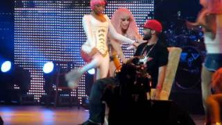Nicki Minaj Gives Fan Lap Dance Live in Washington, DC 4/3/2011