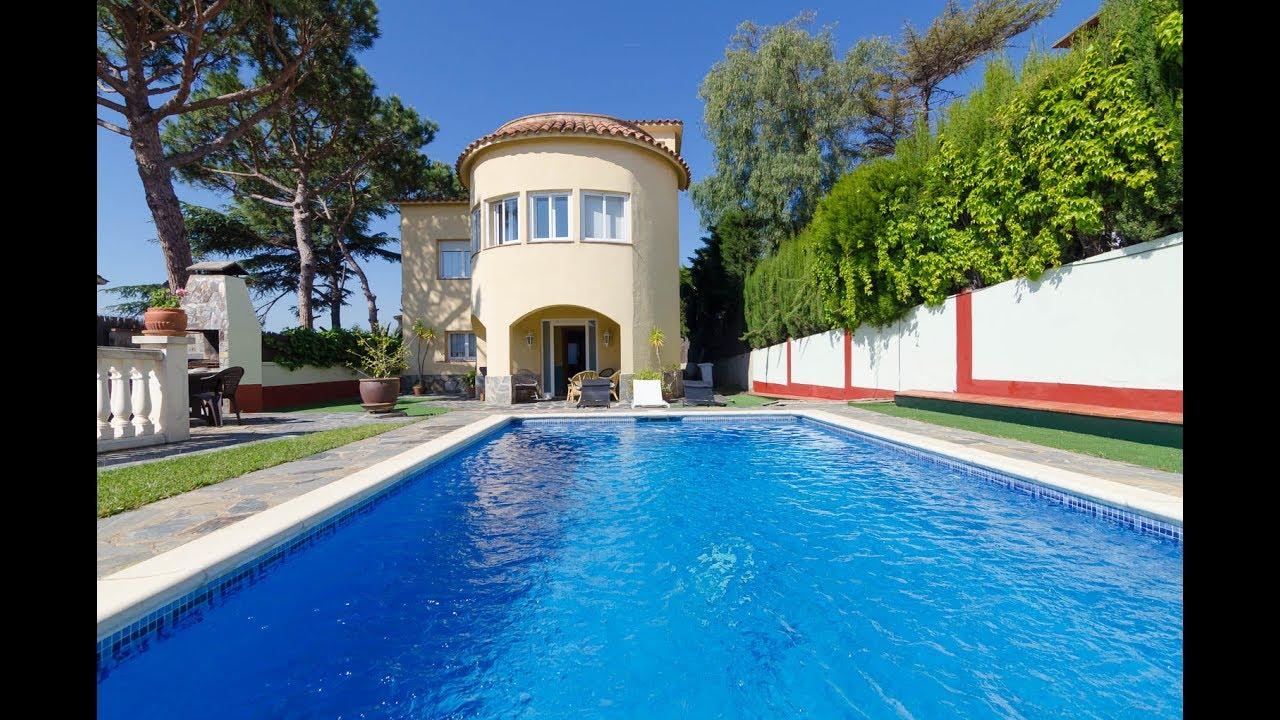 Beautiful Five Bedroom Villa With Private Swimming Pool