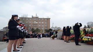 Одесские моряки почтили память погибших при освобождении Одессы(По случаю 72-й годовщины освобождения Одессы от немецко-румынских захватчиков курсанты мореходного коллед..., 2016-04-10T14:51:42.000Z)