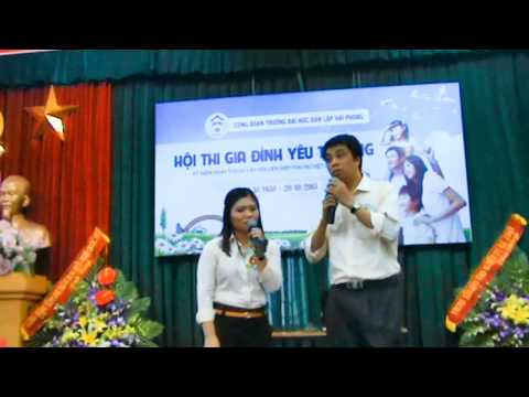Màn chào hỏi của Gia đình Nguyễn Thị Liên - Phòng Y tế + Phùng Anh Tuấn - Khoa CNTT