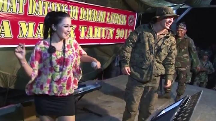 heboh video kocak tentara amerika joget dangdut di panggung
