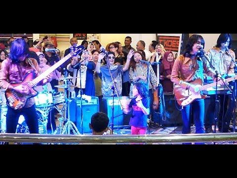 Rindu (Koes Plus) ★ Goyang Asyik Bareng T-Koes Band @ Plaza Blok M (14/08)