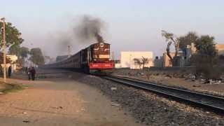 YDM4 6650 from Phulera (FL) hauls Churu-Jaipur pass