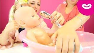 Ляльки Baby Born - чудові сестрички   Граємо у доньки-матері  Годування і купання ляльок Bath time