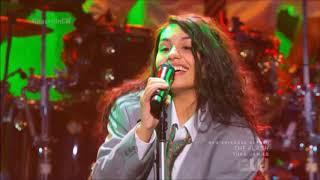 "Alessia Cara sings ""Stay"" Live in Concert iHeartRadio Jingle Ball 2018 HD"