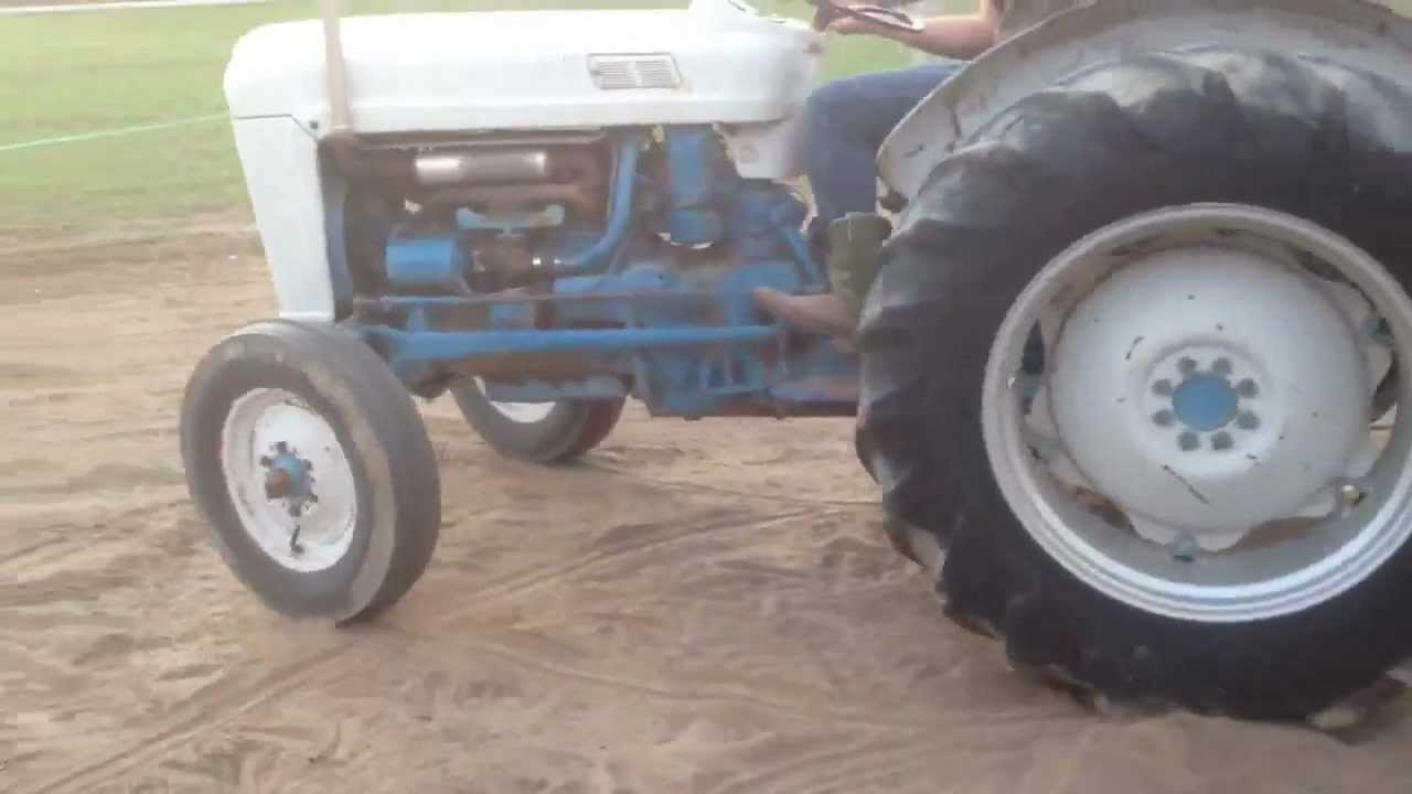 Ford 800 Tractor : Ford tractor start up and doughnuts youtube