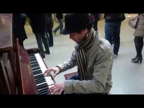 Coldplay: Clocks, Paradise & Scientist Medley Piano - Busking In The Streets Of London, UK