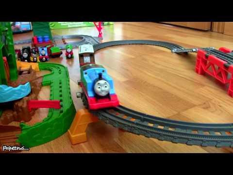 Thomas and Friends Thomas y sus Amigos en español jugando con Circuito la Selva y Cranky