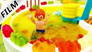 Playmobil Film Deutsch - GUMMIBÄRCHEN-FANTA-POOL! JULIAN BADET IM NEUEN SWIMMING POOL Familie Vogel