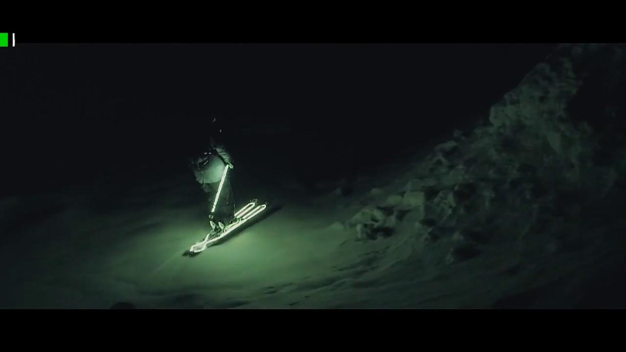 Французский горнолыжник придумал фристайл на светодиодных лыжах