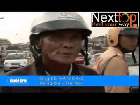 """Trâu """"điên"""" húc người giữa chợ ở Hà Nội"""