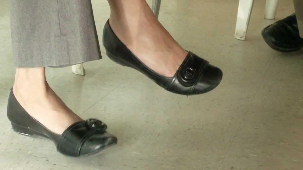 Candid woman shoeplay and dangle wearing black flats - YouTube