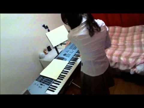 http://www.aabbss.com/weare/ 女子高生っぽい服装でキーボード弾きました!年齢なんてキニシナイ(・∀・) リズムちょっとおかしいのはきっと機材の...