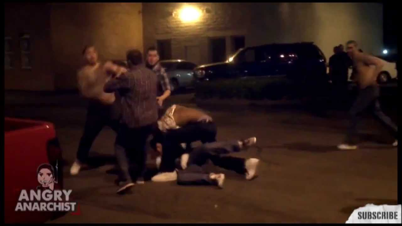 Mexican Gang Fights in the Street - YouTube