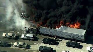 Californie: un incendie détruit des véhicules sur une autoroute