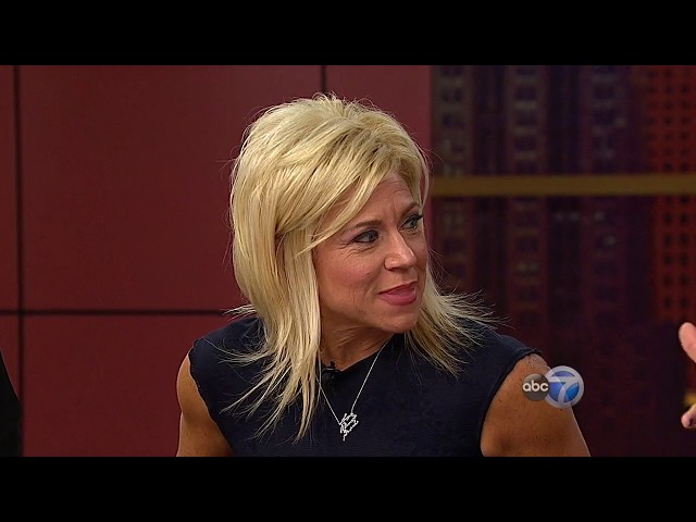 Long Island Medium Theresa Caputo reads WCL audience members - PART 1