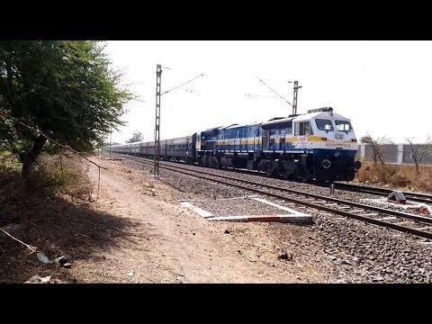 WDP-4D in lead of 12158 Solapur (SUR)-Pune (PUNE) Hutatma Express rushing towards Pune