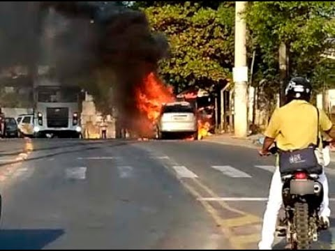 Motorista só teve tempo de pegar a carteira após carro pegar fogo em Cachoeiro