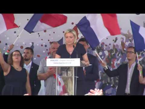 """Marine Le Pen : """"Notre République doit faire face à l'islamisme."""""""