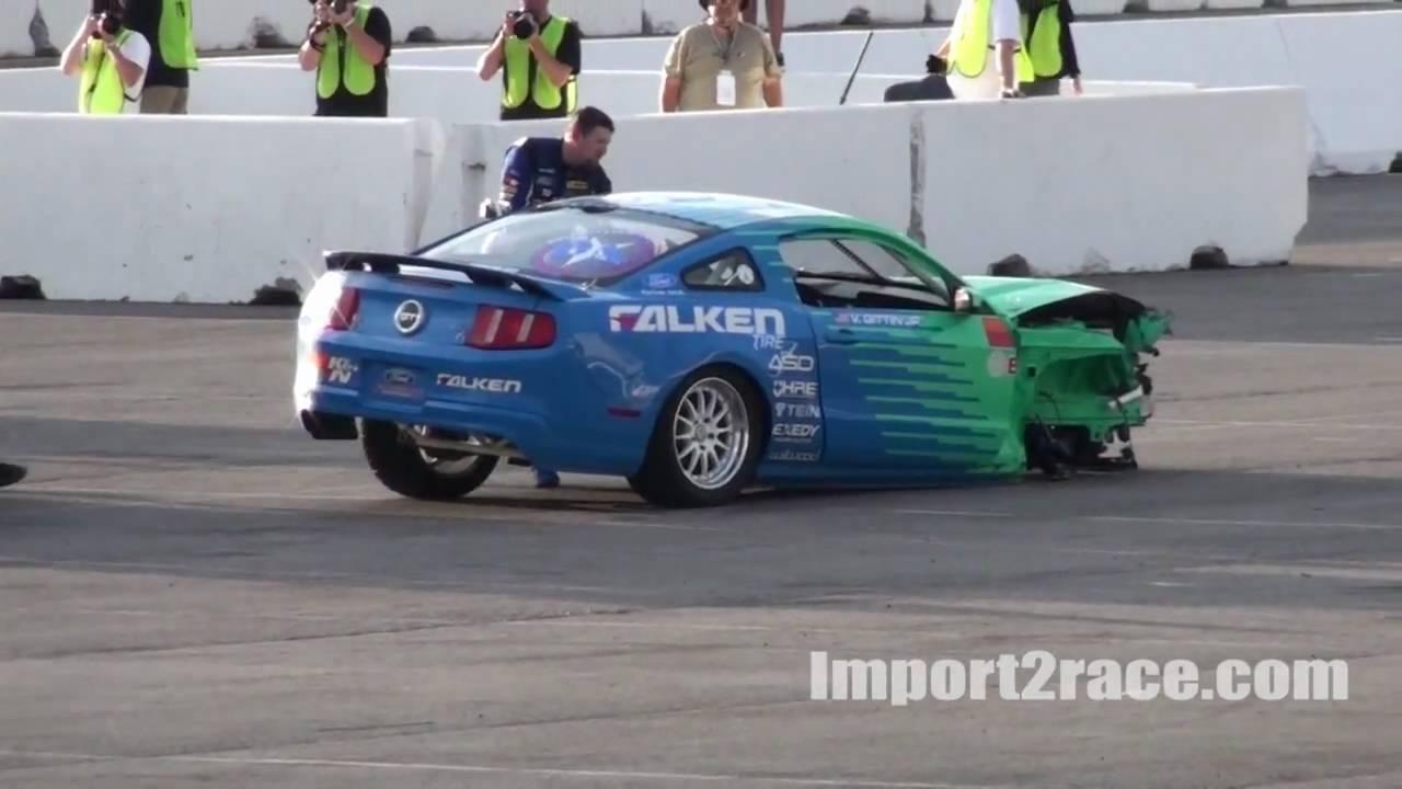 Crash Drift 2010 Mustang vs 350z - YouTube