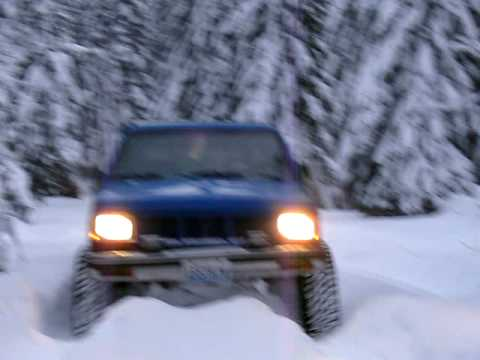 1985 GMC S15 4x4 in the snow