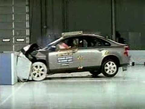 Crash Test 2004 - 2009 Volvo S40 (Frontal Offset) IIHS - YouTube